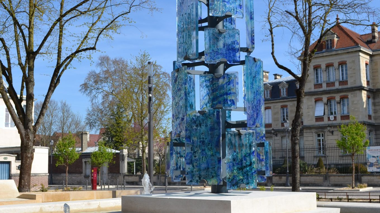 Sculpture urbaine en verre à Troyes